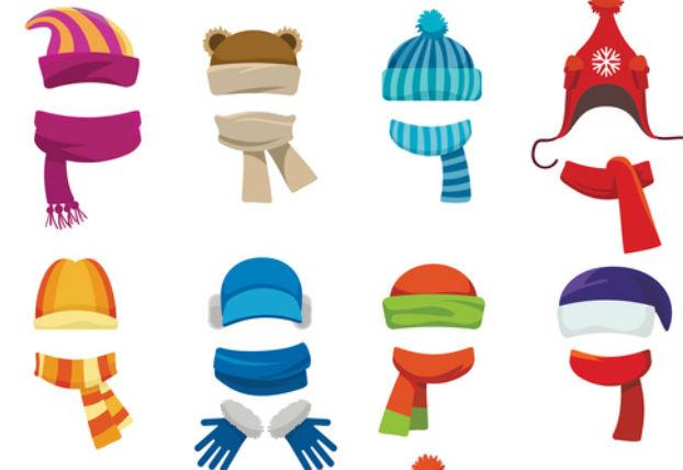 verschieden farbige Schals und Muetzen