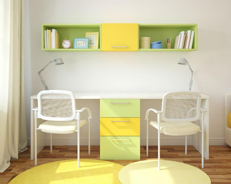 Möbel mit gelben Akzenten
