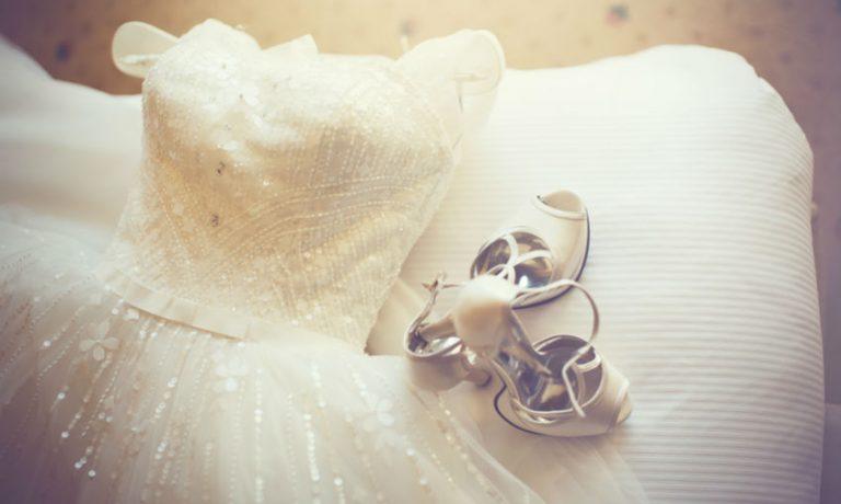 Prinzessinnen Brautkleid und Schuhe