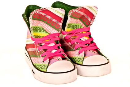 Bunt-gestreifte Sneakers