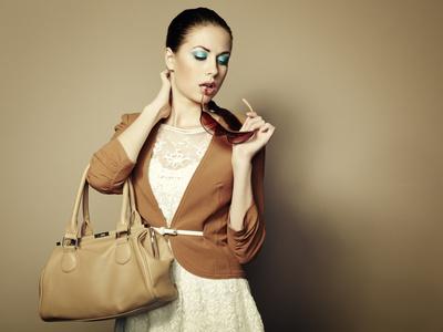 Auf altmodisch getrimmte Vintage-Handtaschen sind bei vielen Frauen beliebt