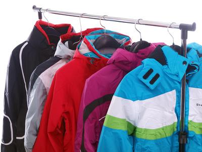 Die Winterjacken werden bunt und farbenfroh