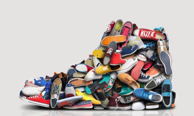 Ein Schuh aus vielen kleinen Schuhen