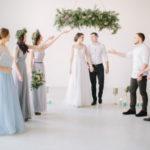 Perfektes Hochzeitsoutfit als Gast - Tipps für Frauen und Männer