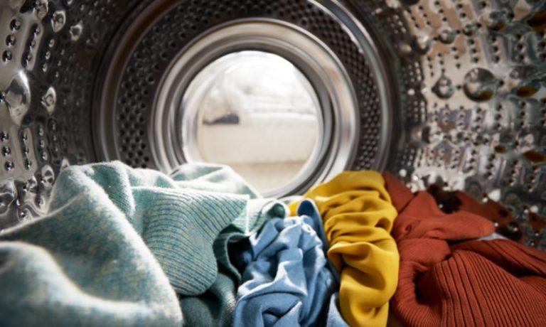 Wäsche in der Waschmaschine