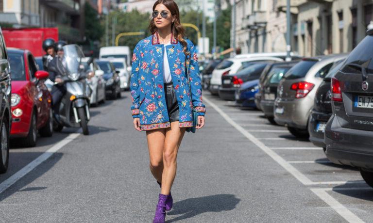 Modebloggerin auf der Straße