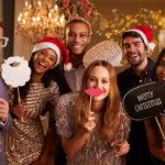 Das perfekte Weihnachtsfeier-Outfit - wie Sie im passenden Dress mit den Kollegen feiern