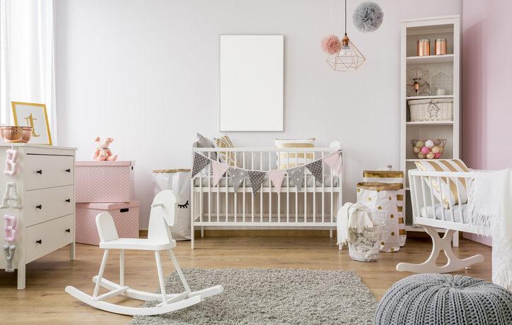 In Rosa eingerichtetes Babyzimmer