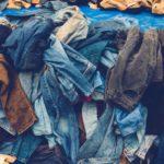 Kleidung an Bedürftige spenden - Diese Möglichkeiten gibt es & darauf sollten Sie achten!